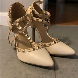 Beige and tan Valentino knock off pumps